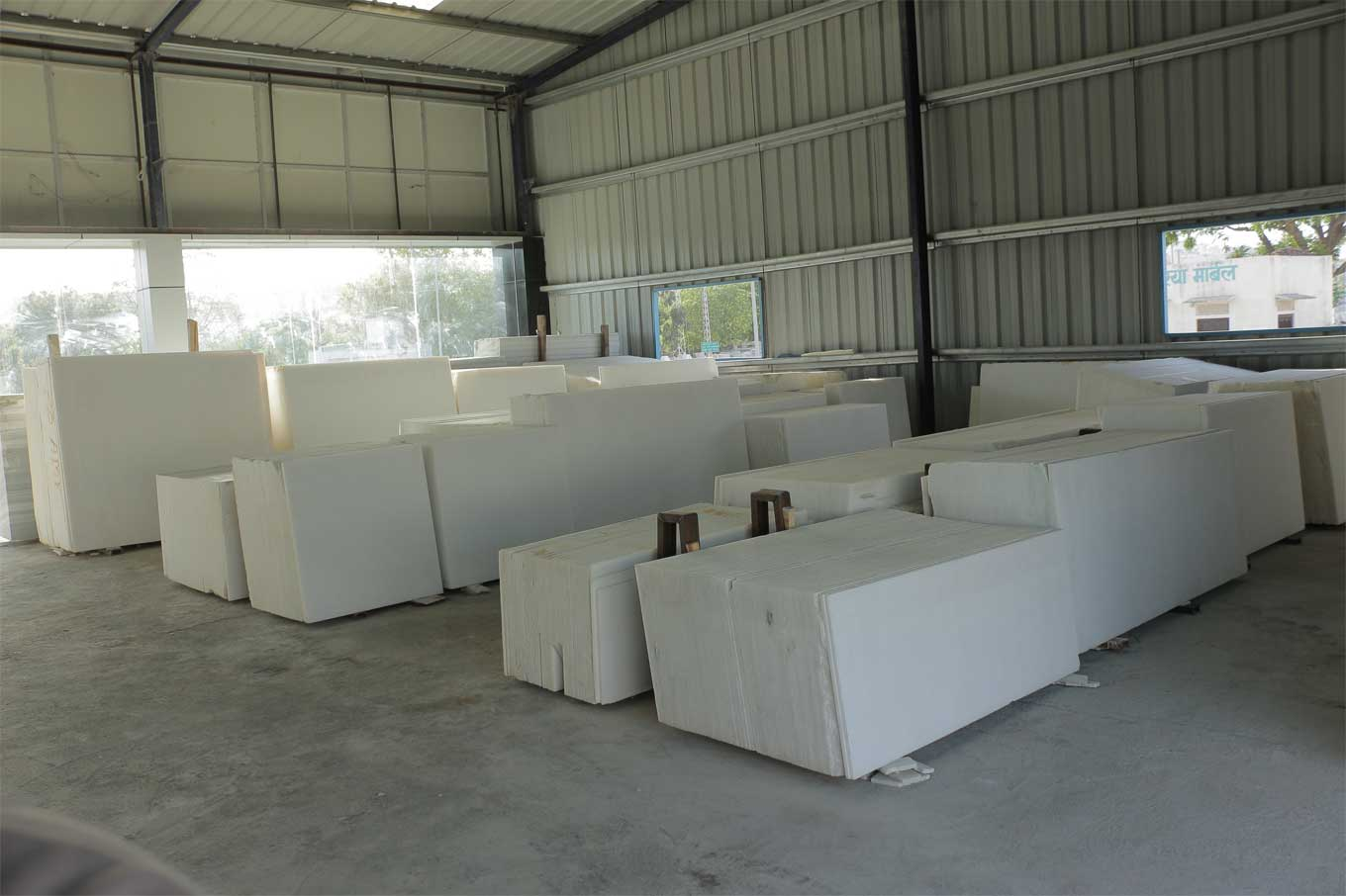 white_marble_block_in_rajasamand